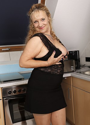 Free Mature Skirt Porn Pictures