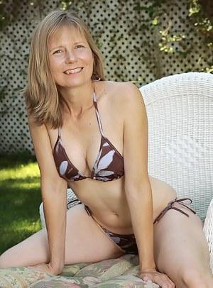 Free Mature Bikini Porn Pictures